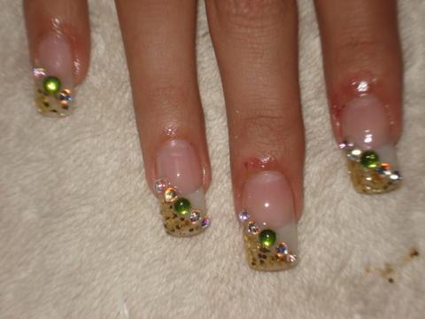 decorar uñas con piedras