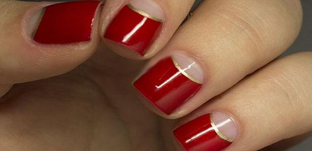 uñas cortas rojas doradas