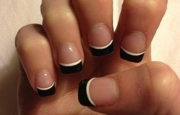 uñas cortas transparentes filo negro blanco