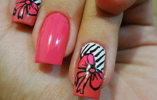 diseño de uñas de acrílico con esmalte