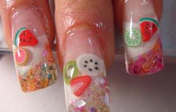 diseño de uñas de acrílico con frutas