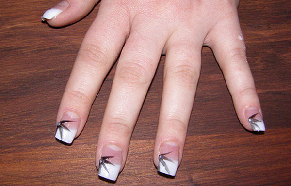 diseño de uñas de acrílico con hojas