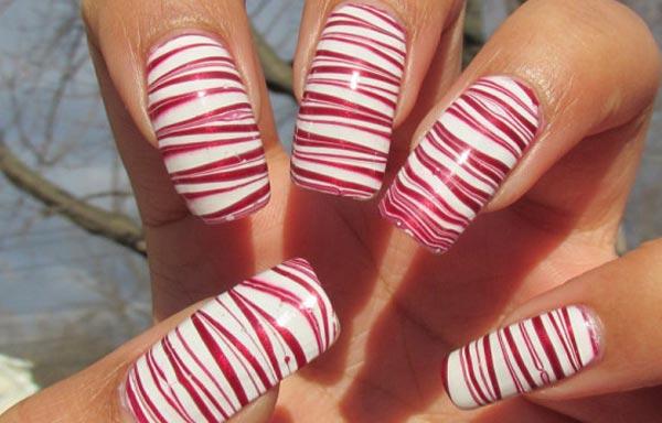 diseño de uñas de acrílico con rayas