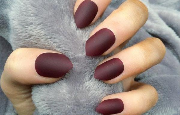 diseño de uñas corta en pico