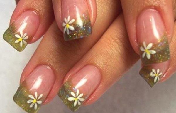diseño de uñas de gel con flores