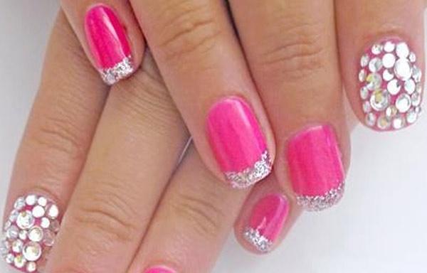 diseño de uñas esmalte y piedras