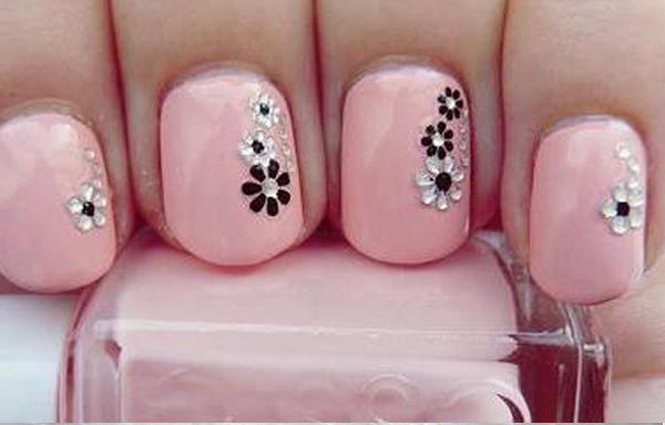 diseño uñas flores pintadas