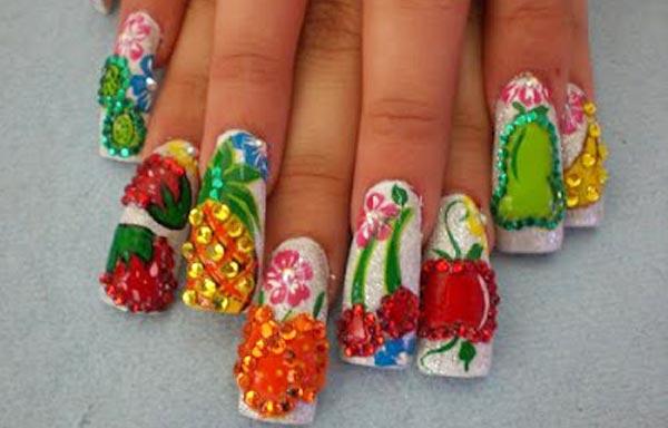 diseño de uñas con frutas