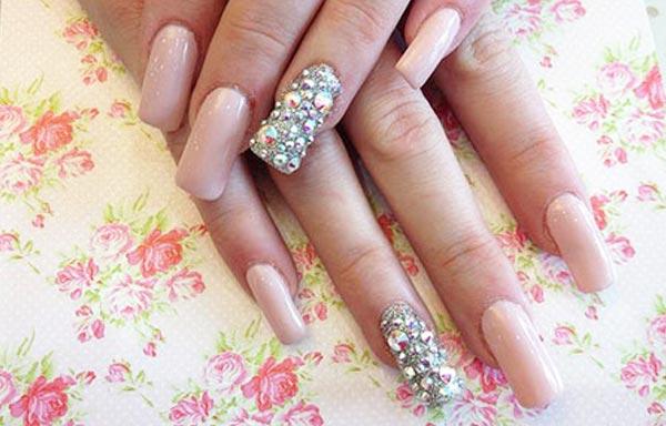 diseño de uñas con pedreria