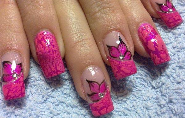 diseño de uñas con piedra sencillo