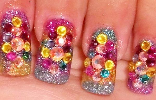 diseño de uñas piedras de colores