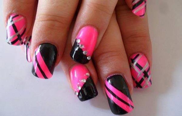 diseño de uñas con piedras sencillas