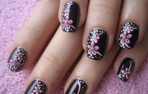 diseño uñas postizas flores dibujadas
