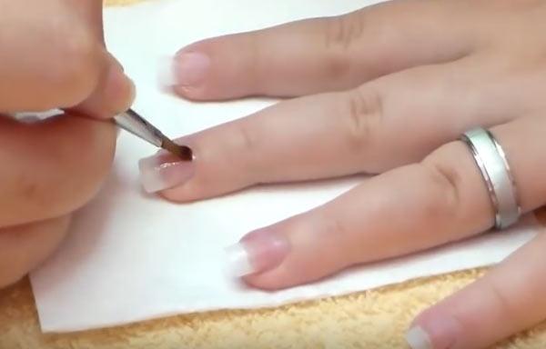 hacer uñas de gel aplicar capa