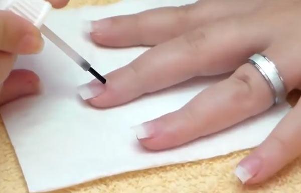 hacer uñas de gel aplicar primer
