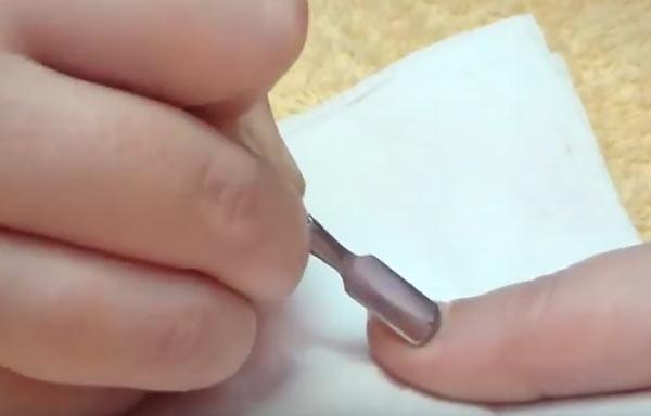 hacer uñas de gel retirar cuticulas