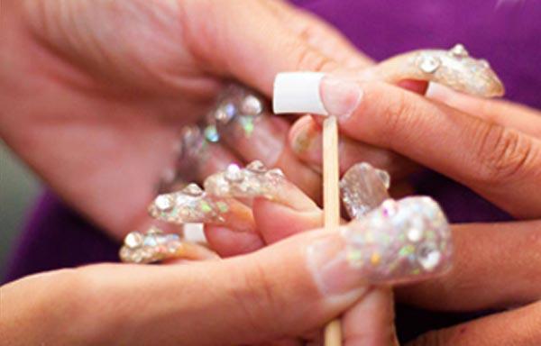 retirar cutículas con palillo