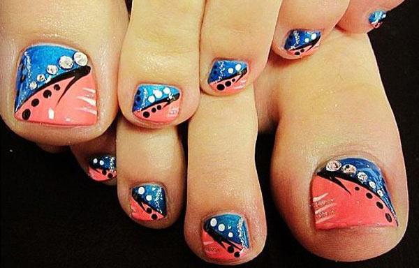 diseño para uñas delos pies con piedras brillantes