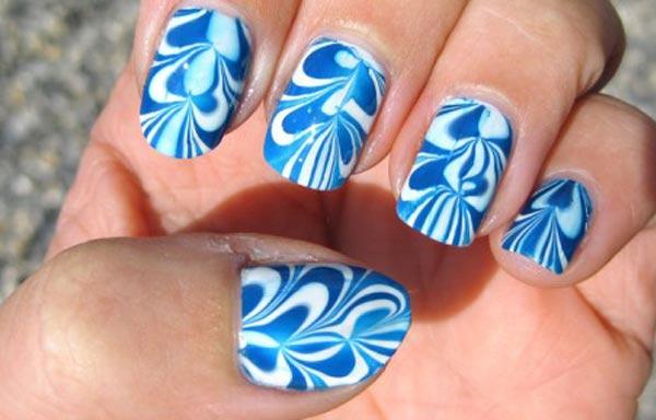 diseño de uñas con agua azules