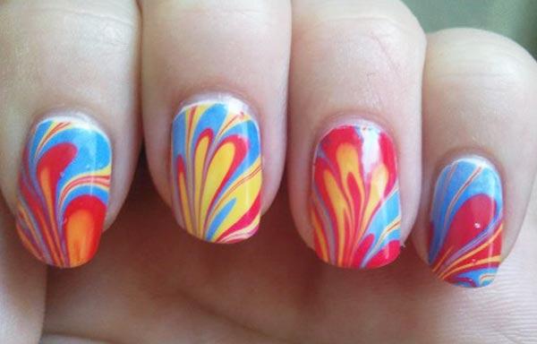 diseño de uñas con agua esmalte