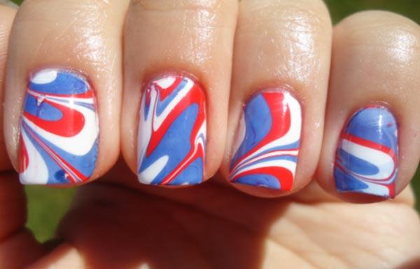 diseño de uñas con agua marmoleadas