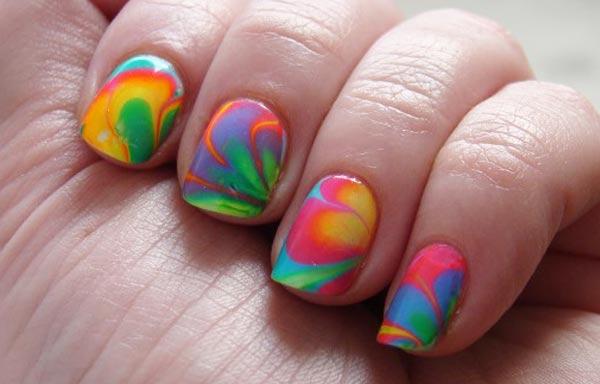 diseño de uñas con agua variado