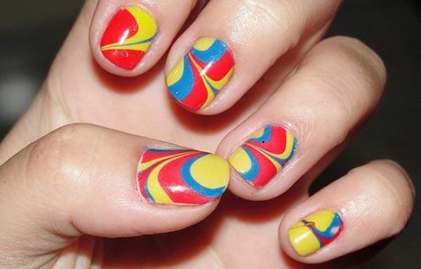 diseño de uñas al agua