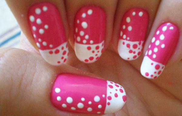 diseño de uñas con puntos bicolor