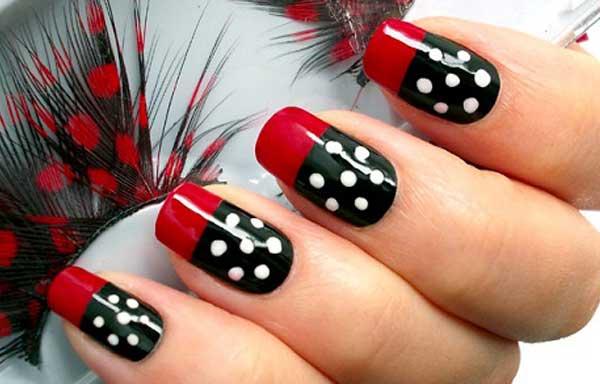 diseño de uñas con puntos elegantes