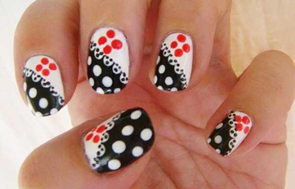 diseño uñas con puntos grandes