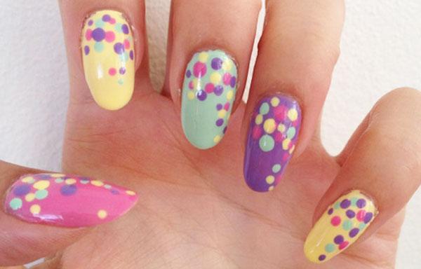 diseño de uñas largas con puntos