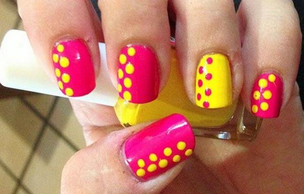 diseño uñas con puntos laterales
