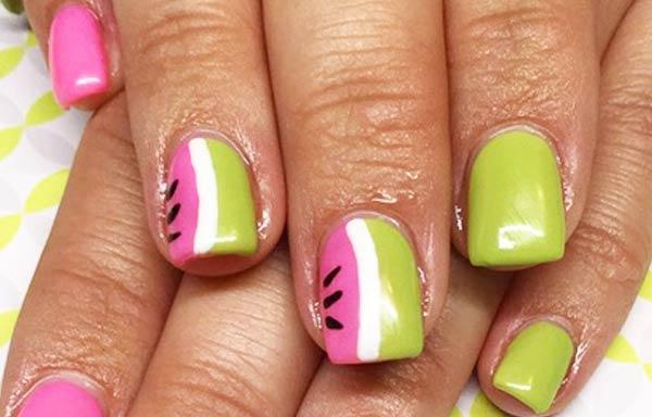 diseños uñas con esmalte verano