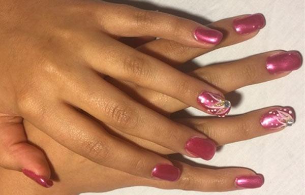 diseño uñas de gel rosa