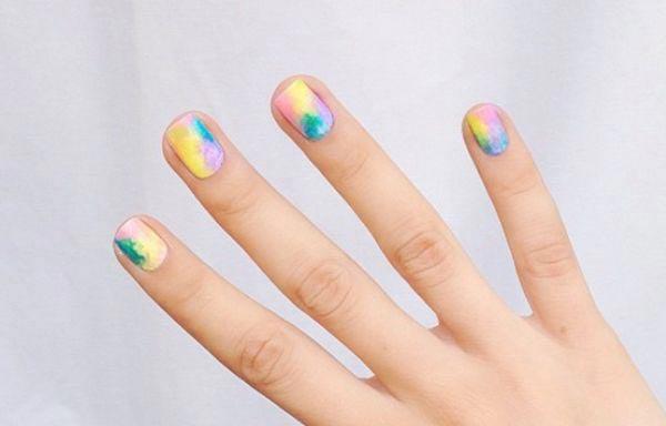 Diseños de uñas juveniles al agua