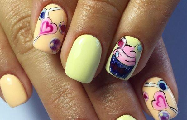 Diseños de uñas juveniles con corazones-helados