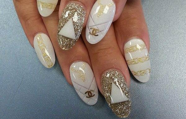 forma de uñas de almendra