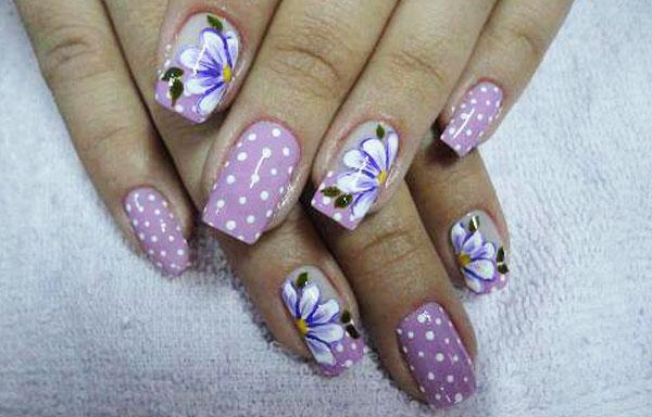 ver diseño uñas de flores y puntos
