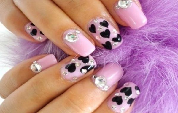 diseño de uñas 3d piezas diamantes