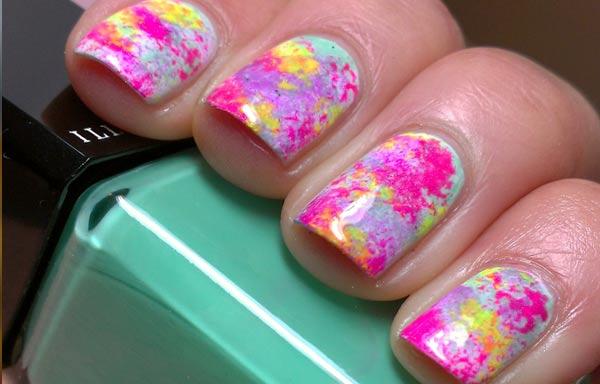 diseño de uñas con esponja arcoiris