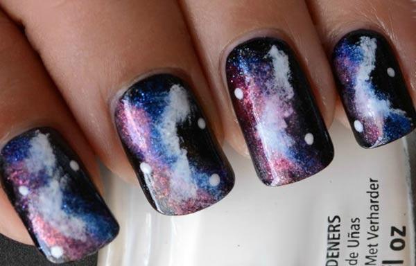 diseño de uñas con esponja oscuro