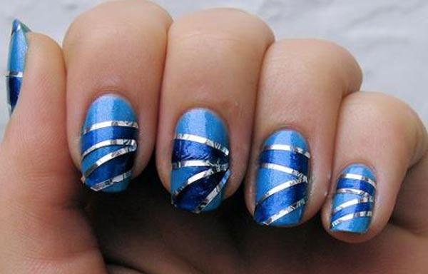 diseños de uñas con rayas azul