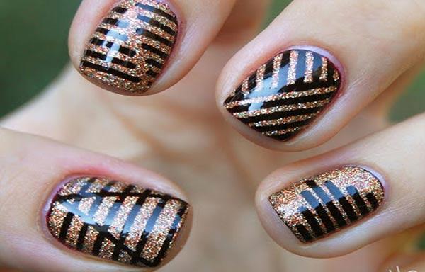 Diseños de uñas con rayas cruzadas