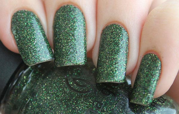 diseño de uñas con escarcha verde