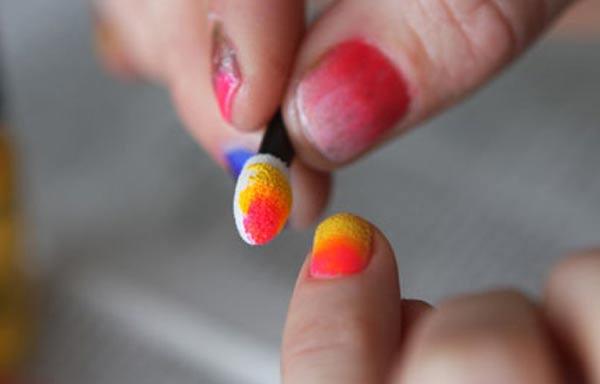 diseño uñas pintadas con esponja