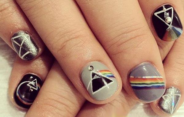 diseño de uñas hipster triangulo