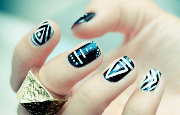 diseño de uñas hipster triangulos