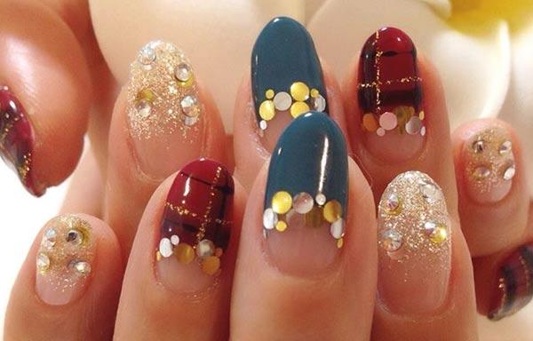 diseño de uñas invierno piedras