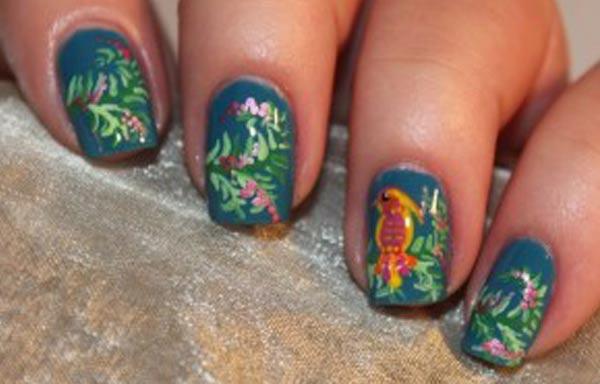 diseño de uñas a mano alzada decoradas
