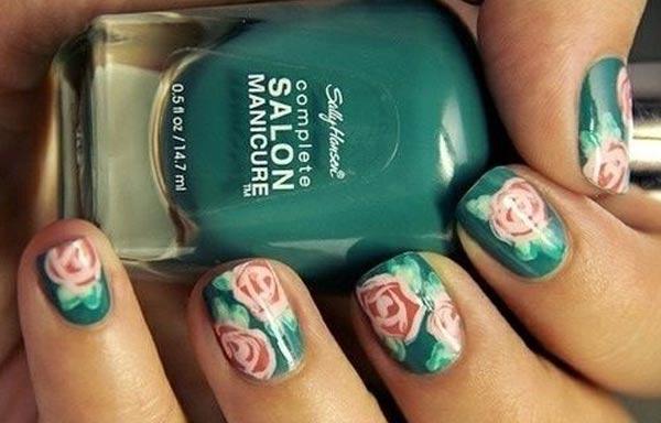 diseño de uñas a mano alzada difuminado